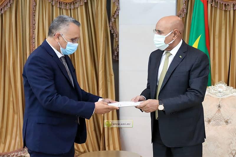 رئيس اللجنة الوطنية لحقوق الإنسان يسلم تقريرها السنوي لرئيس الجمهورية