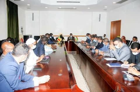 اجتماع اللجنة المشتركة بين موريتانييا والسنغال لإنتاج الغاز بنواكشوط