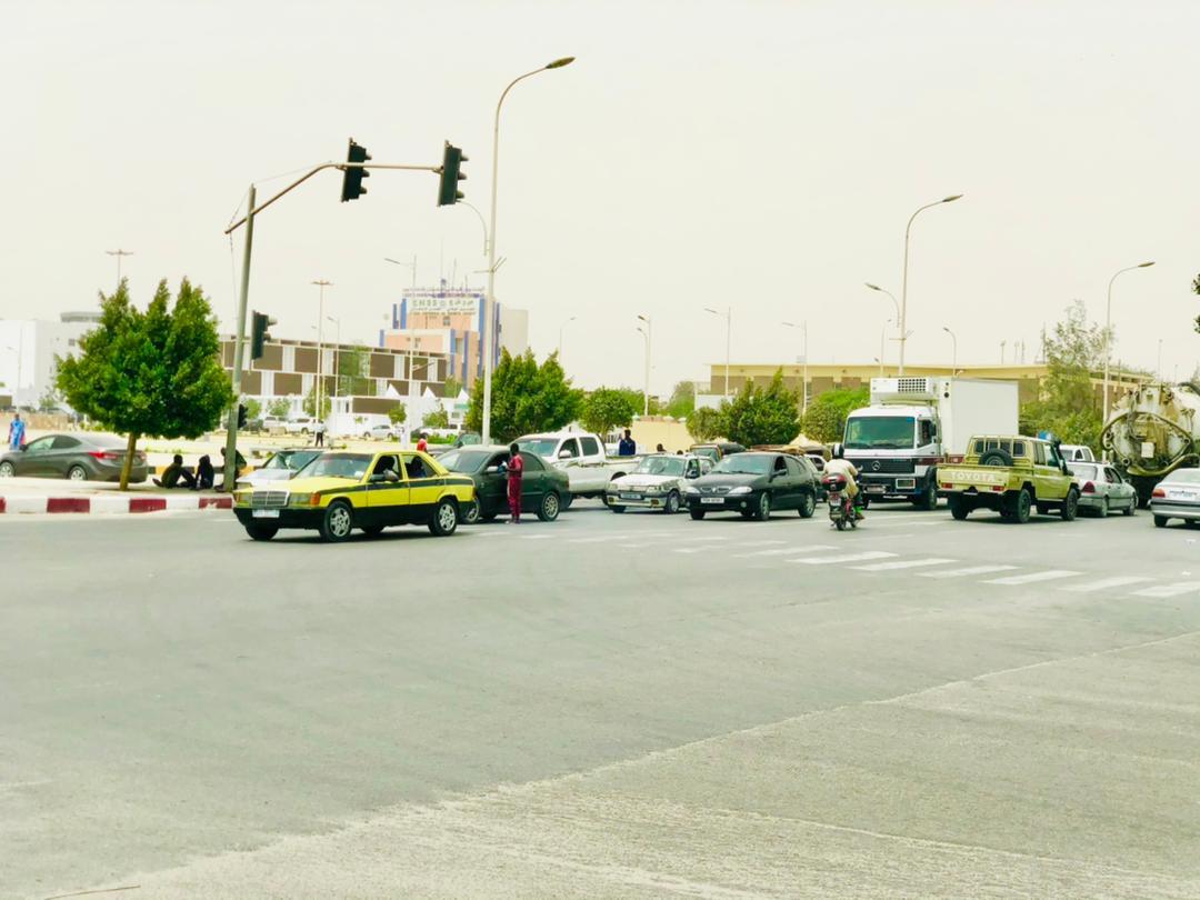 موريتانيا: مسح زجاج السيارات … قبلة الأطفال الجديدة للعمل.