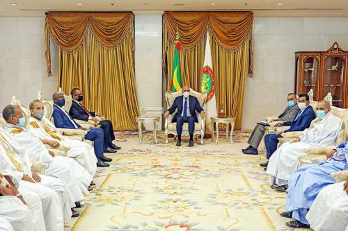 رئيس الجمهورية يجتمع مع موردين ورجال اعمال