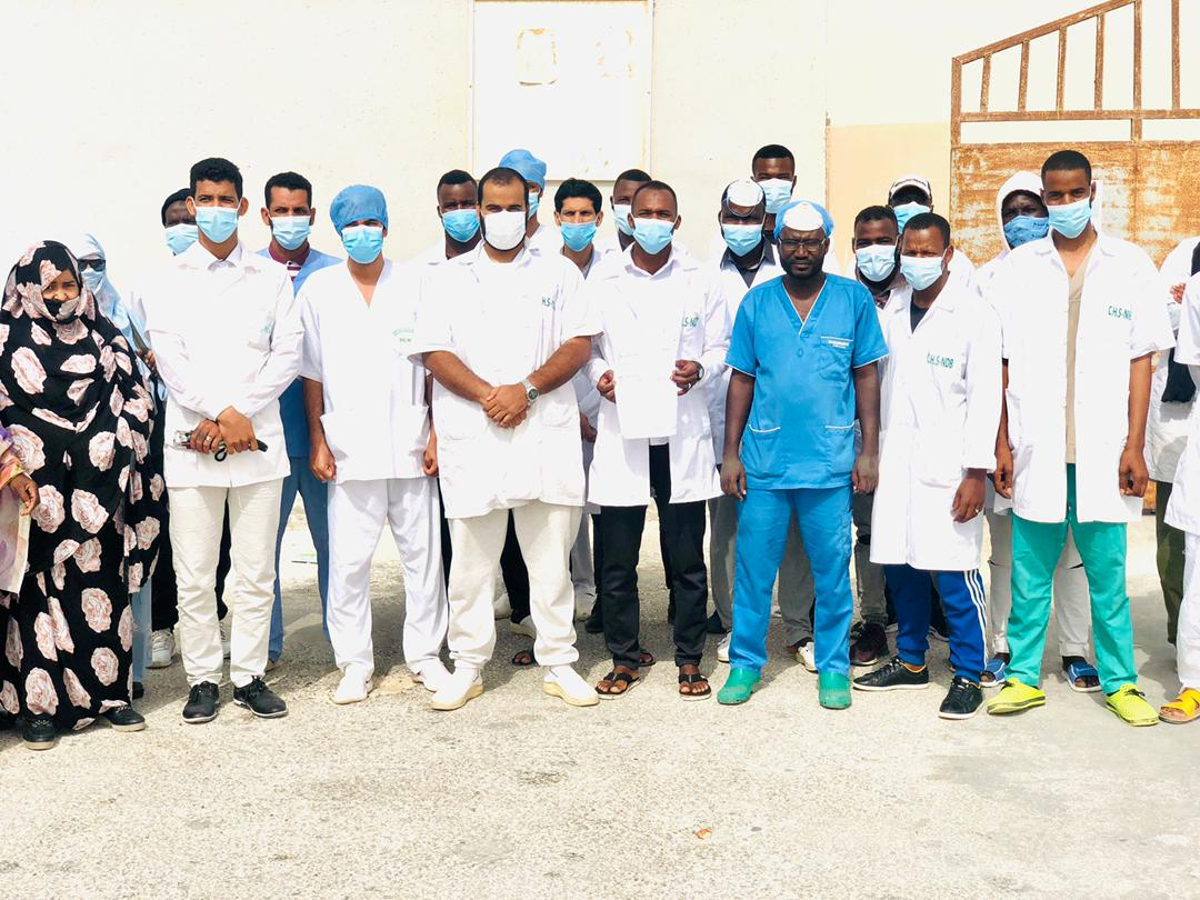 عمال مستشفى التخصصات ومعاناة قطع الرواتب