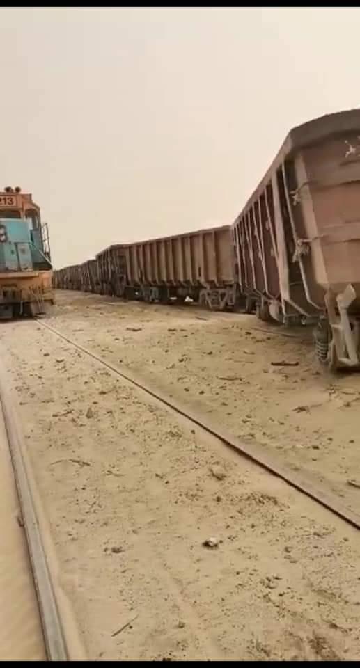 انحراف عدد من عربات القطار عن السكة قرب منشآت أسنيم بنواذيبو